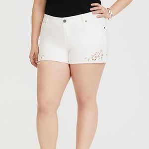 NWOT TORRID CUTOUT EMBROIDERY SHORT WHITE 26